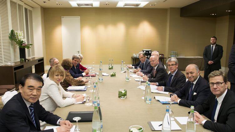 Les négociateurs des pourparlers sur le nucléaire iranien, le 09 novembre 2013 à Genève. (JEAN-CHRISTOPHE BOTT / AFP)