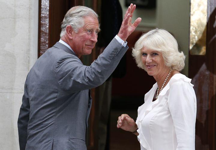Le prince Charles et son épouse Camilla, le 23 juillet 2013, à Londres (Royaume-Uni). (SUZANNE PLUNKETT / REUTERS )