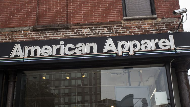 Une boutique American Apparel, à New York, le 19 juin 2014. (ANDREW BURTON / GETTY IMAGES NORTH AMERICA / AFP)