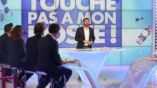 """Cyril Hanouna présente l'émission """"Touche pas à mon poste"""" sur la chaîne D8, le 13 octobre 2014. (ARNAUD JOURNOIS / MAXPPP)"""