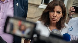 La maire de Paris Anne Hidalgo lors de la présentation du drapeau olympique à la mairie de Nantes (Loire-Atlantique), le 9 septembre 2021. (ESTELLE RUIZ / HANS LUCAS / AFP)