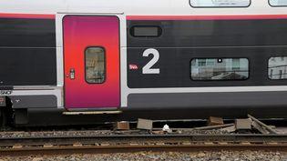 Le TGV qui a déraillé vendredi 24 août en gare de Marseille-Saint-Charles. (VAL?RIE VREL / MAXPPP)