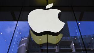 Le logo d'Apple devant leur boutique de Shanghai, en Chine. (STRINGER / IMAGINECHINA / AFP)
