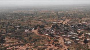 Malgré la sécheresse, les habitants du village de Landou, au Sénégal, parviennent à développer leurs cultures. Grâce à l'aide d'une ONG et à des techniques ancestrales, l'agriculture est de retour dans le village. (FRANCE 2)