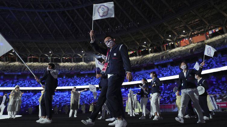 La délégation du Taipei chinois lors de la cérémonie d'ouverture des Jeux olympiques de Tokyo, le 23 juillet 2021 au Japon. (ATSUSHI TAKETAZU / AP VIA SIPA)