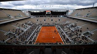 Le court Philippe-Chatrier de Roland-Garros, le 10 octobre 2020 lors de la finale féminine de l'édition des Internationaux de France 2020. (ANNE-CHRISTINE POUJOULAT / AFP)