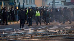 """Des échauffourées éclatent en marge des manifestations des """"gilets jaunes"""" à Marseille, le 1er décembre 2018. (CLEMENT MAHOUDEAU / AFP)"""
