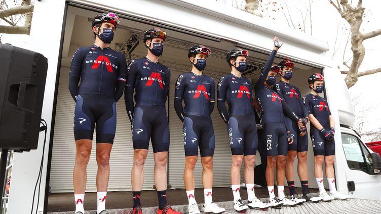 Les coureurs de l'équipe Ineos Grenadiers posent lors de la présentation de l'équipe avant le départ de la première étape de la course cycliste de l'Etoile de Bessèges autour de Bellegarde, le 3 février 2021. (GUILLAUME HORCAJUELO / EPA)