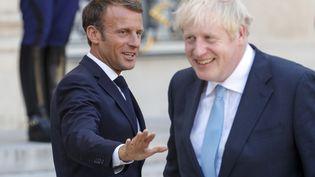 Emmanuel Macron et le Premier ministre britannique Boris Johnson lors d'une rencontre à l'Elysée (Paris), le 22 août 2019. (GEOFFROY VAN DER HASSELT / AFP)