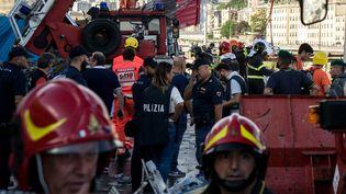 Les secouristes ont passé la nuit de mardi 14 à mercredi 15 août à fouiller les décombres pour trouver des survivants à Gênes, en Italie (2018). (FEDERICO SCOPPA / AFP)