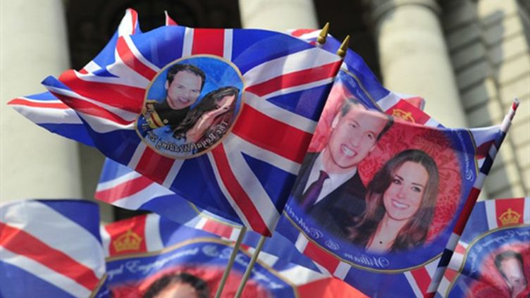 Drapeaux-souvenirs à Trafalgar Square à Londres (28 avril 2011) (AFP/GLYN KIRK)