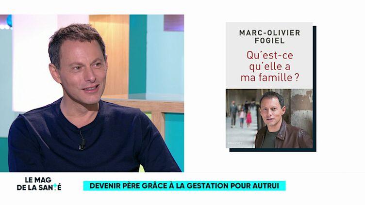 """""""Devenir père grâce à la gestation pour autrui"""", entretien avec Marc-Olivier Fogiel, journaliste-animateur et auteur du livre """"Qu'est-ce qu'elle a ma famille ?"""""""