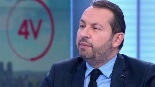 """Coronavirus: """"On subordonne au fait d'être vacciné les libertés les plus fondamentales"""", estime Sébastien Chenu (FRANCE 2)"""
