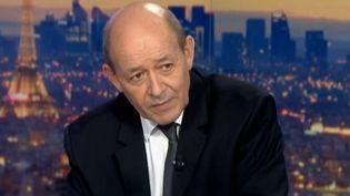 Le ministre de la Défense Jean-Yves Le Drian, mercredi 30 octobre, sur le plateau du 20 heures de France 2. (  FRANCETV INFO )