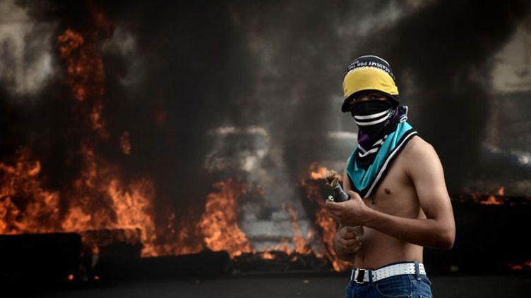 Un manifestant au Bahreïn lors des émeutes de vendredi