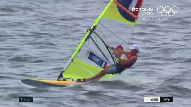 Le Français Thomas Goyard pointe à la deuxième place du classement général en RS:X et tentera d'accrocher une médaille lors de la dernière course de samedi.
