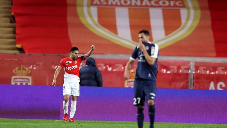 Falcao a frappé deux fois  (VALERY HACHE / AFP)