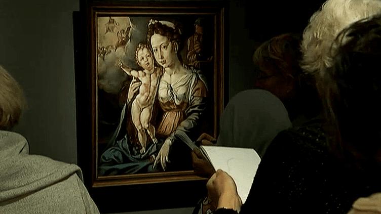 Les visiteurs du RIJKS Museum à Amsterdam dessinent les oeuvres exposées.  (France3/Culturebox)