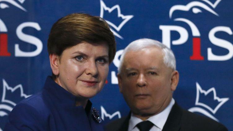 Beata Szydło, Première ministre de Pologne, accompagnée du chef du partiDroit et Justice,Jarosław Kaczyński, le 9 novembre 2015. (Kacper Pempel / Reuters)