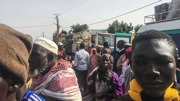 Déplacés maliens, le 17 juin 2019, à Koro, près de la frontière avec le Burkina Faso, dans l'attente de regagner leur domicile, dans le centre du pays (KASSIM TRAORE / AFP)