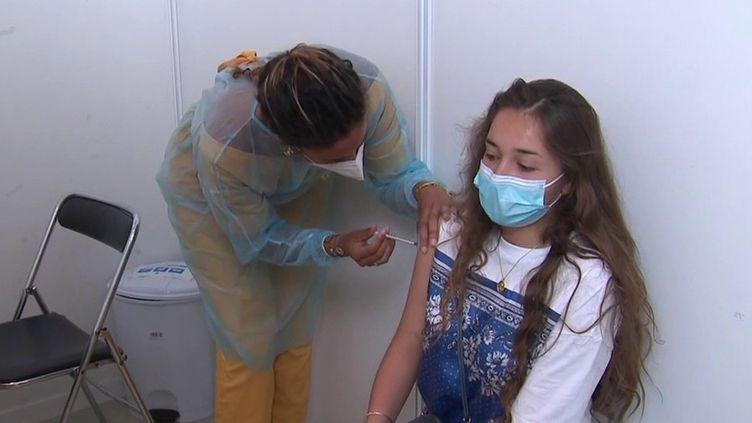 Vaccin contre le Covid-19 : les 12-18 ans intègreront la campagne le 15 juin (France 3)
