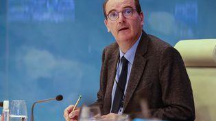 Jean Castex, alors délégué interministériel au déconfinement, lors d'une vidéoconférence, le 29 avril 2020 à Paris. (LUDOVIC MARIN / AFP)