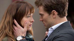 """Dakota Johnson et Jamie Dornan dans """"Cinquante nuances de Grey"""" deSam Taylor-Johnson  (Universal International Pictures )"""