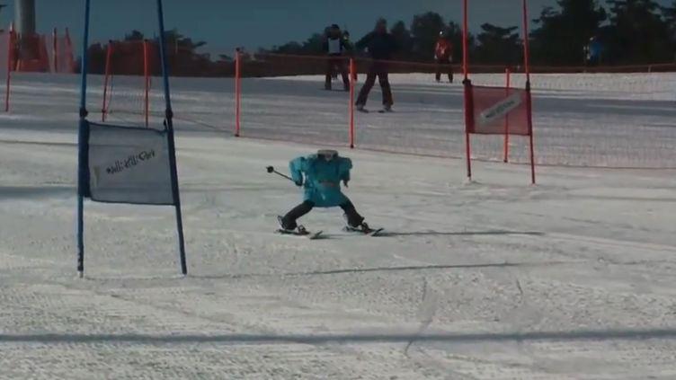 Un robot skieur