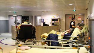 Les urgences de l'hôpital de Perpignan (Pyrénées-Orientales),saturées par les malades atteints de pathologies respiratoires ou pulmonaires durant le pic de la maladie de la grippe, le 20 février 2015. (  MAXPPP)