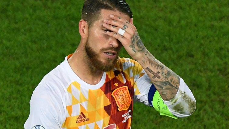 Ramos a manqué un pénalty pour l'Espagne à 1-1. (MEHDI FEDOUACH / AFP)