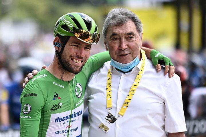 Mark Cavendish et Eddy Merckx, respectivement vainqueurs de 35 et 34 étapes duTour de France. (ANNE-CHRISTINE POUJOULAT / AFP)
