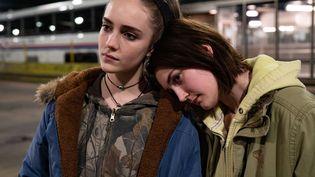"""Dans """"Never Rarely Sometimes Always"""",Autumn (Sidney Flanigan, à droite) se rend à New York avec sa cousine (Talia Ryder, à gauche) pour se faire avorter. (2020 Focus Features, LLC. All Rights Reserved)"""