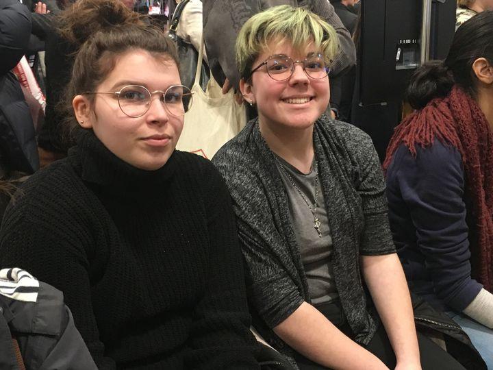 Océane et Lina, lycéennes, salon Livre Paris, 15 mars 2019  (Laurence Houot / Culturebox)