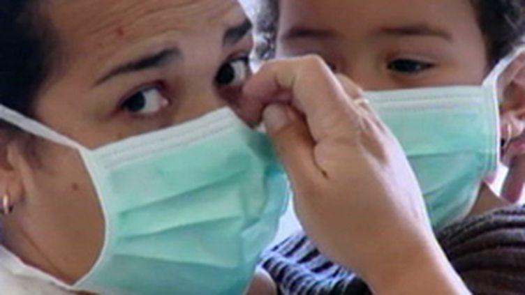 Comment se protéger de la grippe A H1N1 avec un masque (© France)
