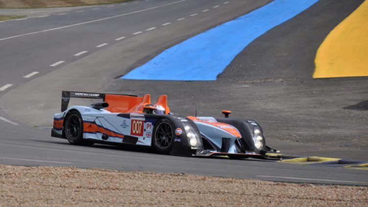L'Aston Martin 007 pendant son court passage au Mans