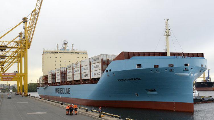 Le porte-conteneurs Venta, du danoisMaersk, est arrivé au port de Saint-Pétersbourg le vendredi 27 septembre 2018 après avoir franchi l'Arctique par le Nord. (OLGA MALTSEVA / AFP)