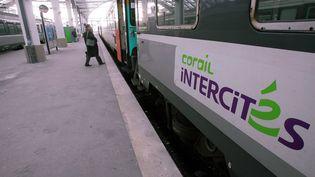 Un train CorailIntercités en gare de Reims, le 12 décembre 2006. Les trains circulant dans l'est de la France sont fréquemment victimes de heurts avec le gibier, explique la SNCF, surtout en fin d'année. ( MAXPPP)