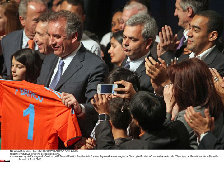 Christophe Bouchet (au centre), candidat à la présidence de la Fédération française de football, lors d'un meeting de François Bayrou(à g.) à Marseille, le 14 avril 2012. (KARINE VILLALONGA /SIPA)