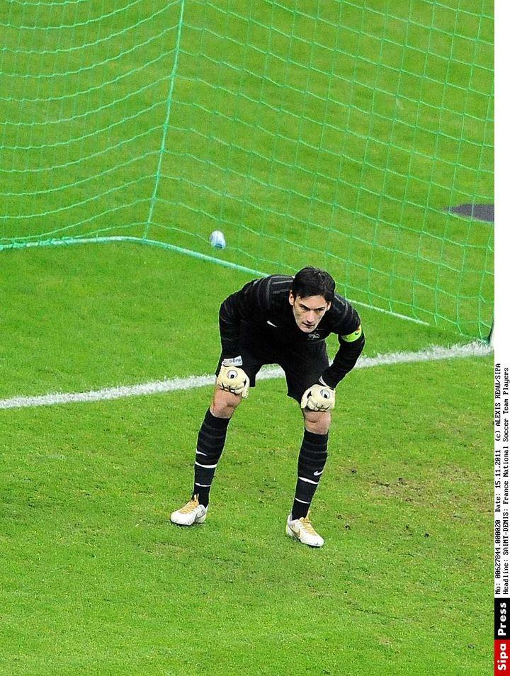 Hugo Lloris capitaine des Bleus, ici le 11 novembre 2011 contre la Belgique. (ALEXIS REAU / SIPA)