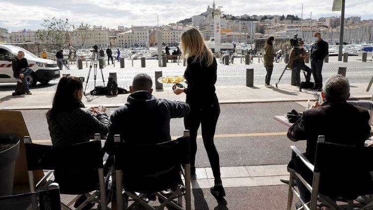 La terrasse d'un restaurant sur le Vieux Port de Marseille, le 28 septembre 2020. (VALLAURI NICOLAS / MAXPPP)