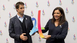 La maire de Paris, Anne Hidalgo, et Tony Estanguet,co-président du comité de candidature de Paris 2024, à Lima devant la presse, le 10 septembre 2017. (MARTIN BERNETTI / AFP)