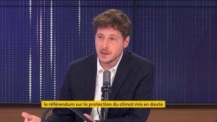 Julien Bayou était l'invité de franceinfo dimanche 9 mai. (FRANCEINFO / RADIOFRANCE)