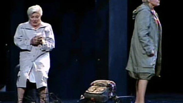 """Line Renaud et Muriel Robin dans """"Fugueuses"""", pièce diffusée sur France 2 en janvier 2008. (© F2)"""