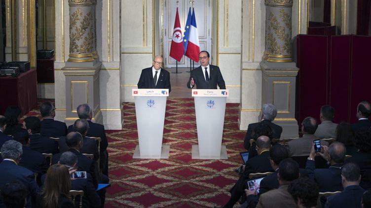 Le président François Hollande et son homologue tunisien Béji Caïd Essebsi, lors d'une conférence de presse, le 7 avril 2015. (ETIENNE LAURENT / MAXPPP)
