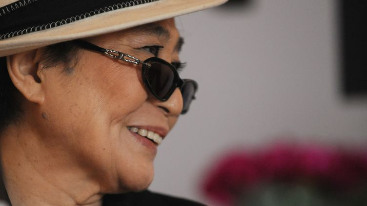 La veuve de John Lennon, Yoko Ono, a exprimé son soutien au groupe punk Pussy Riot le 8 août 2012. (ROBERTO SCHMIDT / AFP)