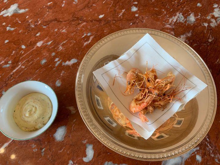 Crevettes bouquet frites, sauce Tartare, par Christophe Pelé. (RF / BERNARD THOMASSON)