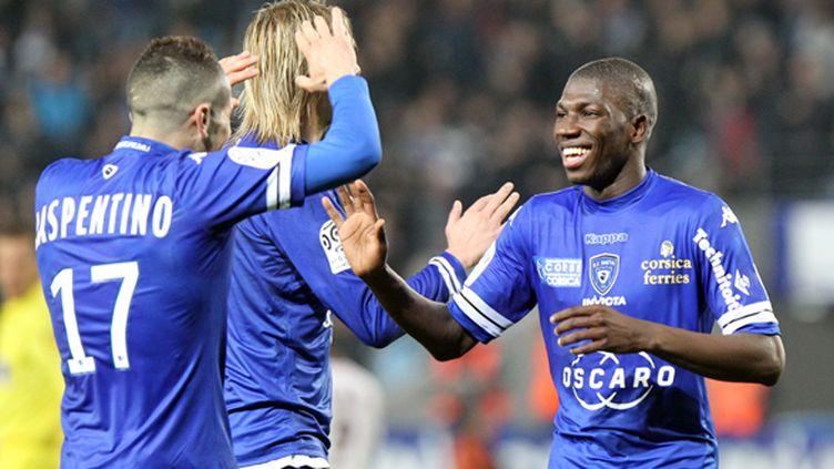 Adama Ba félicité par ses coéquipiers du Sporting (PASCAL POCHARD-CASABIANCA / AFP)