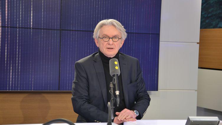 Jean-Claude Mailly, secrétaire général de FO, invité de franceinfo lundi 26 février 2018. (JEAN-CHRISTOPHE BOURDILLAT / RADIO FRANCE)