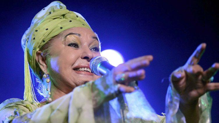 """Esma Redzepova, la """"reine de gitans"""", en concert à Nyon (Suisse), le 21 juillet 2006  (Martial Trezzini / EFE / Newscom / MaxPPP)"""