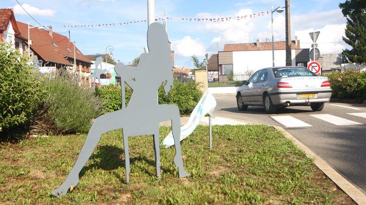 La municipalité de Dannemarie (Haut-Rhin) a installé, en juin 2017,65 silhouettes en contreplaqué dans ses rues pour célébrerl'année de la femme. (MAXPPP)